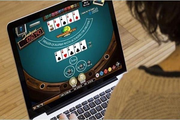 Bài Poker online có thể chơi mọi lúc mọi nơi