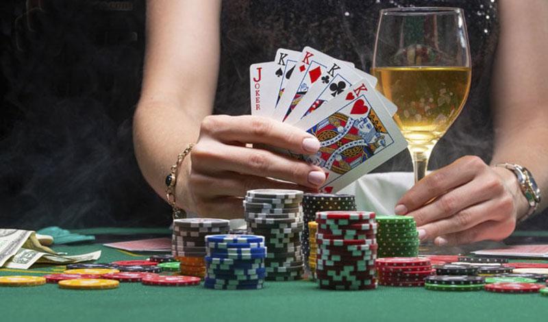 Poker có tên gọi khác là Texas Hold'em, xì tố
